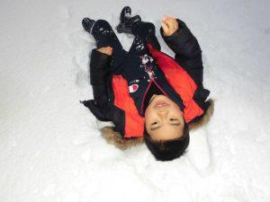 こもれびから雪遊びへ3