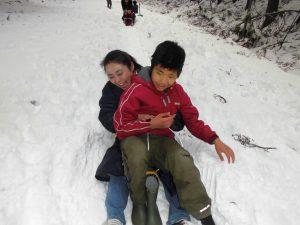 こもれびから雪遊びへ7