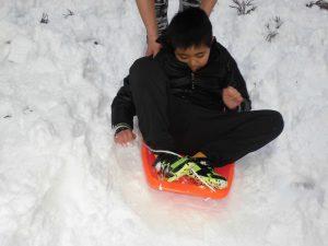 こもれびから雪遊びへ8