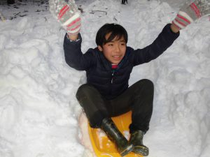 こもれびから雪遊びへ9
